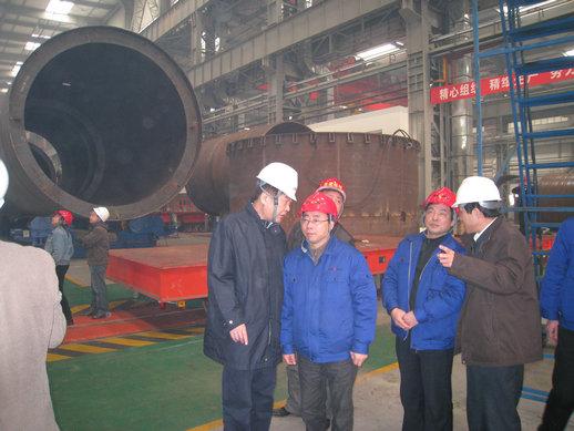 张声理事长和蓝星机械总经理张泽顺在交流